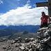 Gipfelglück mit Panorama - die Fönwolken drängen über die Berge