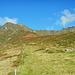 Am Bergrücken des Täschers mit Blick zur Ronggspitze, einem Nebengipfel des Riedkopfs, und zur Rotspitze.