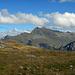 Ab dem Speichersee gehts auf einem Fahrweg mit Blick zur Valisera hinab zur Bergstation der Schafbergbahn.