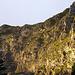 Blick zum Gir kurz vor der Enderlinhütte. Kaum zu glauben, dass von rechts nach links oberhalb der Felsabbrüche bequem gequert werden kann!