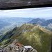 Endlich oben: nordwärts unterm Gipfelkreuz durch Blick ins Rheintal und Alpstein sowie die östlichen Lichtensteiner. <br />Genau genommen ist das Kläusle der zweithöchste Gipfel im Ländle.