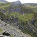 Steilstufe zum Schafälpli, die ich für einen Aufstieg zu den Grauspitzen vorsah: einer anderes Mal. <br />Offenbar sind [u Team Moomin] und [u maawaa] hier aus versehen [http://www.hikr.org/tour/post36432.html abgestiegen]. Gemäss ihren Fotos sind sie durch die zentrale Rinne abgestiegen. vermutlich hat sich hier in der Zwischenzeit einiges getan, dem grossen Felsblock am Fuss nach zu urteilen.