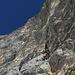 Kurz vor der Crux in L2 (5c), sie befindet sich im Kamin gleich oberhalb des Vorsteigers