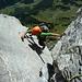 Am Ausstieg von Sl. 12: gut gestützt ist halb geklettert - 1200 Meter überm Talgrund!