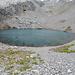 """Lac de Tenehet. So kalkhaltig wie der See ist müsste er eigentlich """"Lac de Calciumcarbonate"""" heißen (Foto vom 23.08.2014)"""