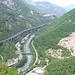 Unten schlängelt sich die Brennerautobahn, hier kurz vor Bozen,  durchs Eisacktal.