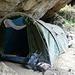 Das zweite Camp, diesmal keine Hütte, dafür ein großes, regengeschütztes Zelt unter einem riesigen Felsdach