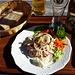 Den (ausgezeichneten!) Wurst-Käse-Salat nennt man hier Lumpensalat.