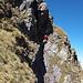 Der Nordostgrat des Heustock ist sehr steil, das Gelände wild - dies zwingt uns zu einer heiklen Querung