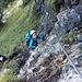 """Bild zu den aktuellen Verhältnissen: Der Tegelbergsteig war trotz mindestens drei trockener, schöner Tage am Montag, 29.09.14, über lange Strecken nass und schmierig. Gerade an den schwierigen Stellen war Reibungsklettern nicht gut möglich. Große Kraft in den Armen war anhaltend erforderlich.   Da ich auch einen erschreckenden Notfall erlebt habe, habe ich <a href=""""http://www.hikr.org/post86418.html"""">weitere Infos zu den Verhältnissen</a> gepostet."""