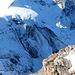 Tosend und stiebend stürzen die Schnee- und Eismassen über die Wand auf den Guggigletscher - ein spektakuläres Intermezzo, sofern man es aus einer sicheren Distanz betrachten kann.