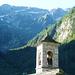 Über dem Kirchturm von Niva ist die Scharte der Catt da Ribia gut ersichtlich
