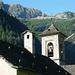 Kirchturm von Niva - darüber die Alpe d'Arnau