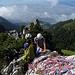 Ein wunderbarer Blick ins Rheintal und zum Bodensee lenkt vom Seilsalat im Vordergrund ab