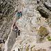 Eine Gruppe mit Kind steigt beim Chaisertor ab
