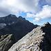Kurz vor dem Gipfel des Gspaltengrat. Links die markante Gipfel-Spalte, welche dem Berg den Namen gegeben hat