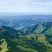 Im Vordergrund links die Hürndliegg. Blick ins Tal der Ilfis.