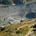 """Abstieg von der Weisshornhütte im Abendlich, Delta im Gletschertor: """"links Moräne vom Gletschervorstoss im 19. Jhdt, rechts jene der 80er Jahre"""" sprach der Glaziologe"""