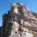 """Anticima NE del Piz Cavriola. """"<b><i>La bellezza di linee di questa montagna fa promesse di un interesse alpinistico che purtroppo sono deluse dalla pessima qualità di roccia (calcescisti)</i></b>"""" (Gogna-Recalcati, in riferimento all'Einshorn, ma lo stesso si può dire del Cavriola e dell'Uccello)"""