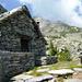 Corte di cima, Alpe di Nassa, 2021m - am Horizont der Pizzo di Piènsgai, 2568m