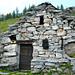Alpe Solögna, Corte Grande, 1860m - urtümliches Haus mit sehr massivem Steindach