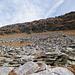 Questa muraglia orientata da SW verso NE copre la Cima d'Efra vera e propria. È comunque qui che si svolge la salita per la cresta S. Si risale il pendio con roccette e cenge e si guadagna la cresta.