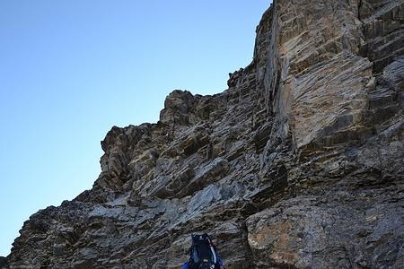 Die Kletterstelle. Es hätte Bohrhaken und gerade nach oben einen Schlaghaken.