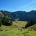 Die schroffen N-Wände der Gungern über der Kanis Alpe