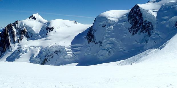 Der eisüberwallte Bergkamm zum Mont Maudit
