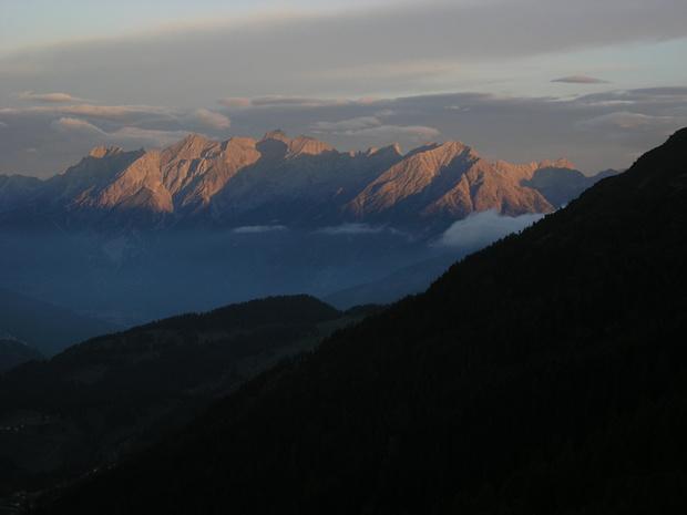 Frühmorgenlicher Blick in die Lechtaler Alpen