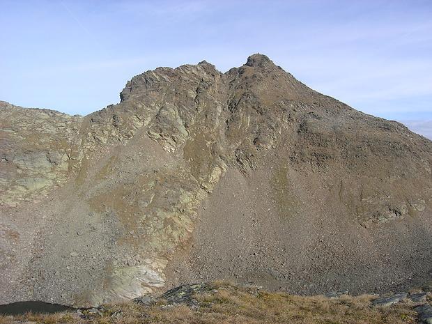 Blick vom Stupfarriköpfle zur Schwarzwand, auf die ich im Anschluss über die sichtbare Flanke und zuletzt über den Grat links des Gipfels erstieg.