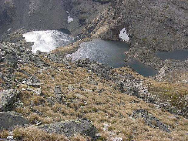 Blick von der Schwarzwand zu den Seen (re Kugleter See)