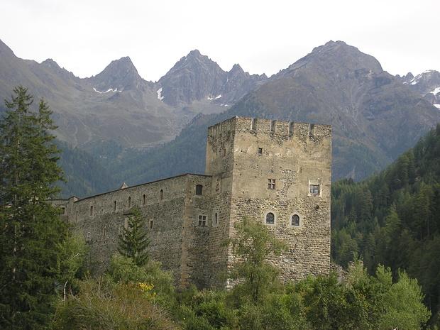 Burg Berneck bei Kaunerberg gegen Kaunergrat