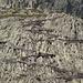 El sendero, excavado en la roca haciendo zig zags, en la parte más vertical