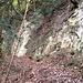 Hier vorbei, dann nochmals im Zickzack hoch - und der Erosionstrichter ist überwunden.