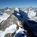 [U Alpin_Rise] auf einem flacheren Gratstück mit Blick ins Orchester der 4000er