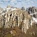 la bastionata dove passano i vari percorsi: la ferrata del Centenario ed il sentiero del Caminetto oltre a varie salite in arrampicata sulla Torre Elisabetta e Cai