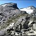 Auf dem Soredapass, erster Blick auf die Route zum Gipfel. Rechts Pizzo di Cassimoi.