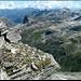 Auf dem Gipfel. Blick Richtung Zervreilasee und Fanellhorn (höchster Punkt halbrechts).