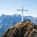 Das mächtige Gipfelkreuz des Rophaien. Einsam ist es hier definitiv nicht. Bemerkung: Der höchste Punkt ist eigentlich etwas neben dem Kreuz (nicht im Bild).