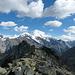 Im Abstieg von der Wasulicke. Auf der andern Seite des Mattertals werden interessante Gipfel frei.