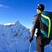 Chris begutachtet die weiteren Gipfelziele: Pizzo San Giacomo, Marchhorn