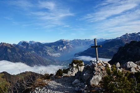 Panorama mit Wageten Gipfelkreuz.