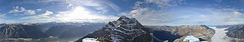360° Panorama vom Gipfel. Der Nebel fliesst vom Unterland talaufwärts. [http://f.hikr.org/files/1642978.jpg im Vollbild]