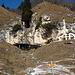 caratteristica casa nella roccia a Piede del Sasso