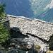 Chient - gut unterhaltene Hüttendächer mit alten Steinplatten