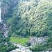 Abstieg von Launc - Blick auf Foroglio mit seinem Wasserfall