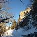 Ambiance alpine : le passage sous les rochers du Petit Hohneck .