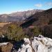 Continua il percorso di cresta con visuale Gazzirola-Camoghè