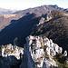 Dallo sperone a N del Sasso Grande visuale sui Sassi Palazzi e la cresta percorsa (Mataron compreso). Da qui il Cammello è solo un sasso in equilibrio sopra una roccia.